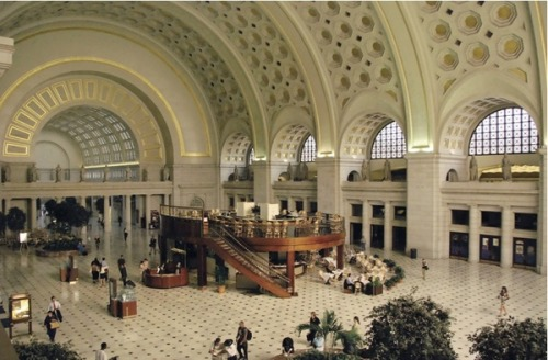 Did you know the Beaux-Arts Union Station houses one of DC's most popular shopping & dining complexes? See more tips from our Green Guide Editor on Pinterest http://bit.ly/O3Xoce & Foursquare