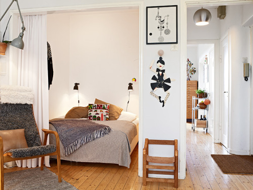 myidealhome:  pretty bedroom in a small space (via Alla bilder)