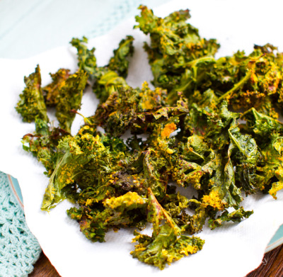 VEGAN DAILY RECIPE:  Cheezy Kale Chips