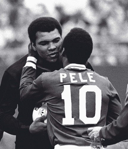 johnandmario:  Pele embracing Muhammad Ali at his last game.