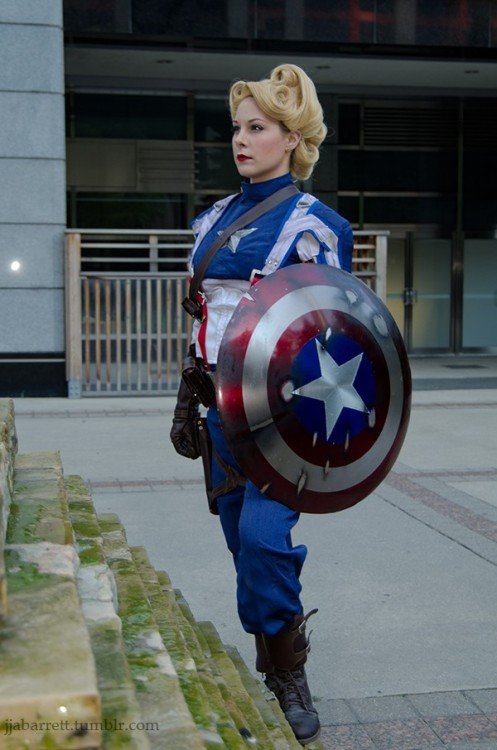 youmakenosense:  stale-brain-cake:  demonsee:  Rule 63 Captain America, cosplayed by dangerousladies, photographed by Josh Barrett Read More: http://www.comicsalliance.com/2012/09/10/best-cosplay-ever-this-week-09-10-12/#ixzz266tj1aUA  finally a fuckin' lady cap that isn't all ass and tits but looks like she's ready for fuckin battle AND CHECK OUT THAT SICK HAIR JESUS CHRIST SHE'S BEAUTIFUL  Fuck the hair LOOK AT THAT SHIELD!   fuck yes this is awesome