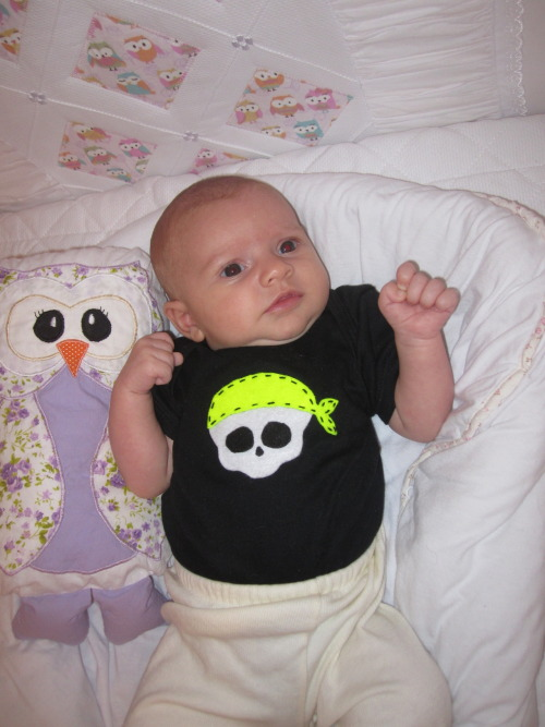lanchinhodameianoite:  Bebel é do Rock!  Aprendiz de roqueira… Sweet child O´mine!  View Post shared via WordPress.com