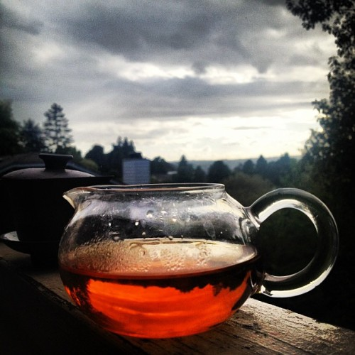 Sun rain clouds wind and tea #blacktea #kungfutea #teasesh (Taken with Instagram)