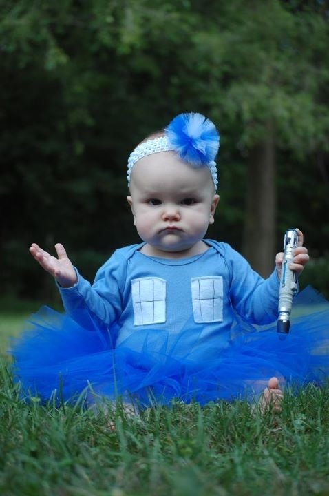 OMG! It's a cute TARDIS baby!!