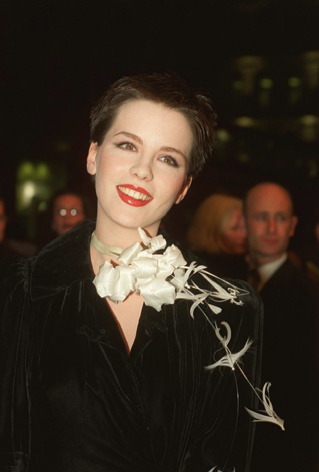 Kate Beckinsale with an elaborate floral neck arrangement at the 1997 Emma premiere.