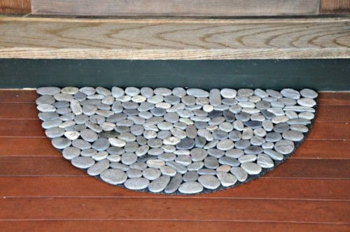 Natural-Looking DIY Rock Doormat - this is neat.