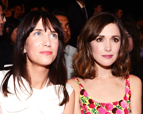 Kristen Wiig and Rose Byrne attend the Marc Jacobs Spring 2013 fashion show during New York Fashion Week (09.10.2012)