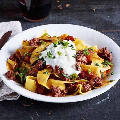 This Daily Bite is one of Rachael Ray's favorite Tuscan Italian recipes: Spicy Ground Lamb Ragu.