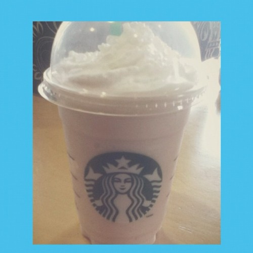 My 2nd #time#ever trying #Starbucks #drink #strawberry#flavour#cream#yummy  (Taken with Instagram)