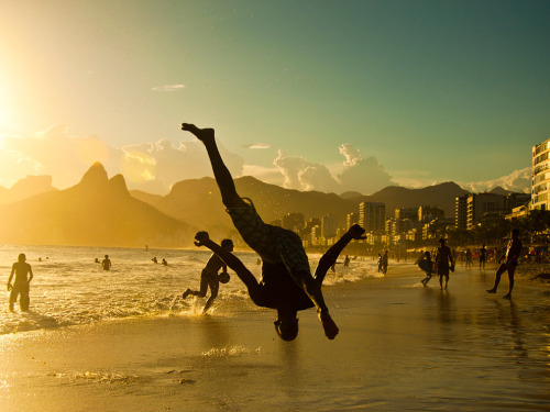 nationalgeographicmagazine:  Ipanema, Brazil Photograph by Giovani Cordioli, My ShotBrazilian capoeira is a traditional dance with amazing fight steps originating from slavery.