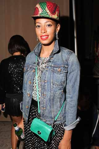 Yep,  thats Solange Knowles spotted at New York fashion Week wearing a Babatunde hat. Amazing.