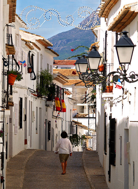 visitheworld:  Colourful street scene in Altea, Costa Blanca, Spain (by Anguskirk).