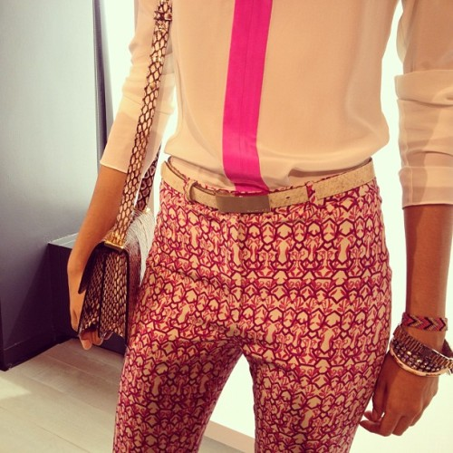 How fun is this simple white blouse with a touch of hot pink? @rachel_roy #nyfw #qvcstyle  (Taken with Instagram)