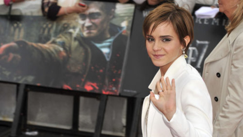 "hpinsults:  Why is Emma Watson the most dangerous celebrity online? Ten points for Gryffindor! ""Harry Potter"" series female lead Emma Watson is this year's most dangerous celebrity, according to digital security firm McAfee. Search-engine queries for her name or image are more likely to lead to malware or other forms of Internet nastiness than queries for any other celebrity."