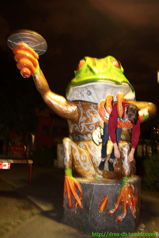 It all got a bit too much, so the giant frog gave a helping hand