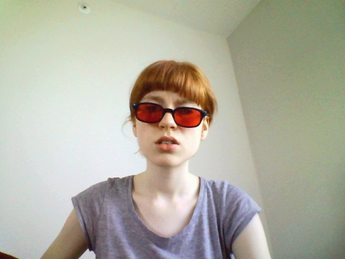 judging u in my red shades