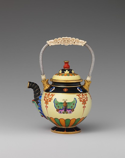 TeapotSèvres Porcelain Manufactory, 1832-1834The Metropolitan Museum of Art