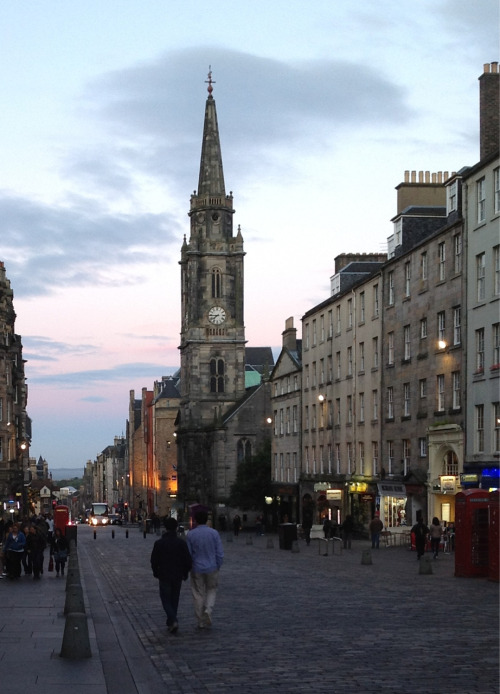 Tuesday evening on Edinburgh's royal mile.