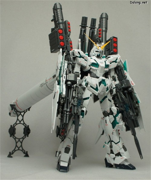 bootleg-jesus:  scottbeowulf:  Next project/birthday gift to myself: MG Full-Armor Unicorn Gundam  *_*