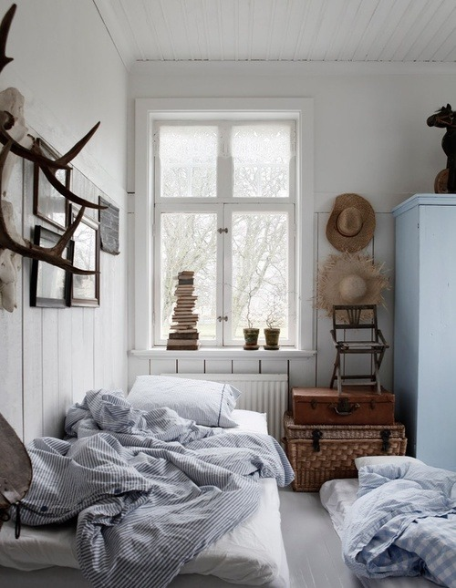 Source: Nordic Bliss Antlers & vintage trunks always complete a room :)