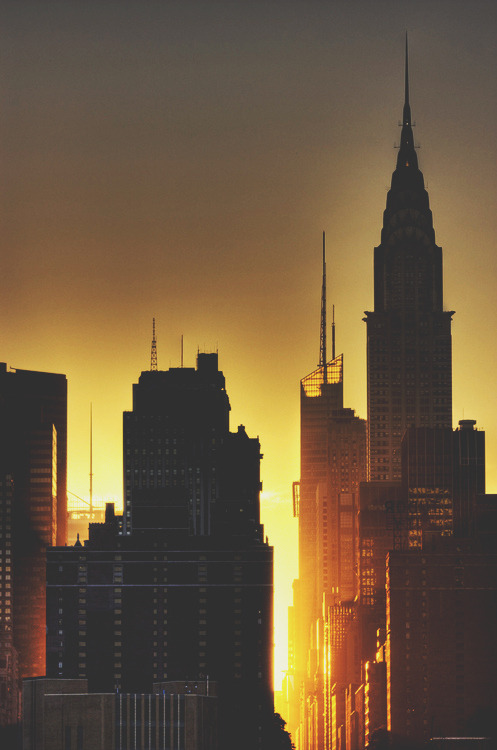 decoarchitecture:  Manhattan at sundown.