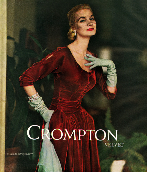 Crompton Velvet 1953 Sunny Harnett wearing a dress by Nelly de Grab