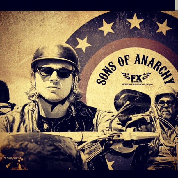All I care about #sonsofanarchy 🔫⚡🚬💣🇺🇸#soa 💘#charliehunnam 😍❤💗🙌💋💚💜 Glad its back! (Taken with Instagram)