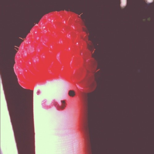 Raspberry finger 😍#raspberry #cute   (Taken with Instagram)