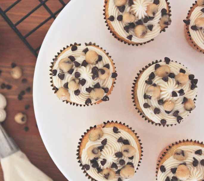 vanilla chocolate chip cookie dough cupcakes