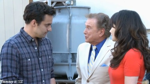 THE NEW GUY ON NEW GIRL WITH ZOOEY DESCHANELby HelloGiggles Team http://bit.ly/TPV9hV