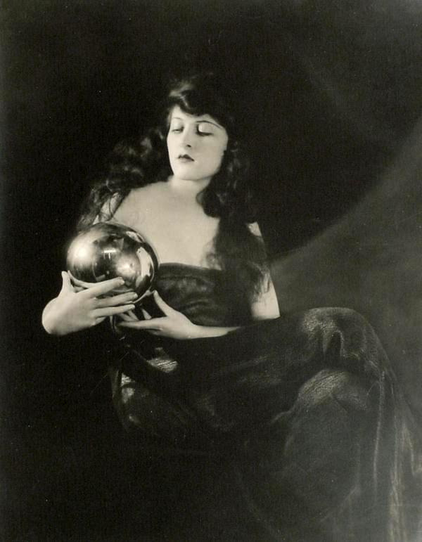 lostsplendor:  Martha Mansfield, date unknown (via via)
