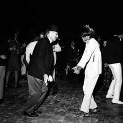 hollyhocksandtulips:  Groucho Marx and Diana Ross…what?
