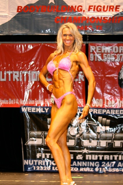 sexygymbabes:  Renae Poss #hardbody #Motherof3 #8pack #bikini #blonde #gymbabe fan submit