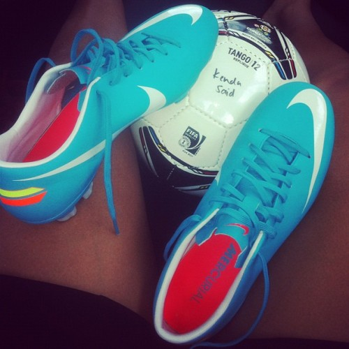 kendasaidhopoff:  New cleattssssssss(: #soccer #cleats #nike 👍❤ (Taken with Instagram)