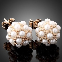 prepofthesouth:  pearl earrings with a modern twist