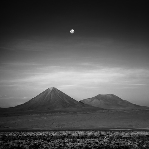 "landyscape:  (via 500px / Photo ""Moonrise over Licancabur"" by Drew Medlin)"