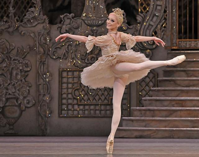 totheedgeoftheuniverse:  Sarah Lamb of the Royal Ballet in The Nutcracker