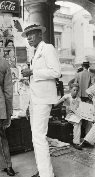 societyred:  Walker Evans Citizen in Downtown Havana, 1932