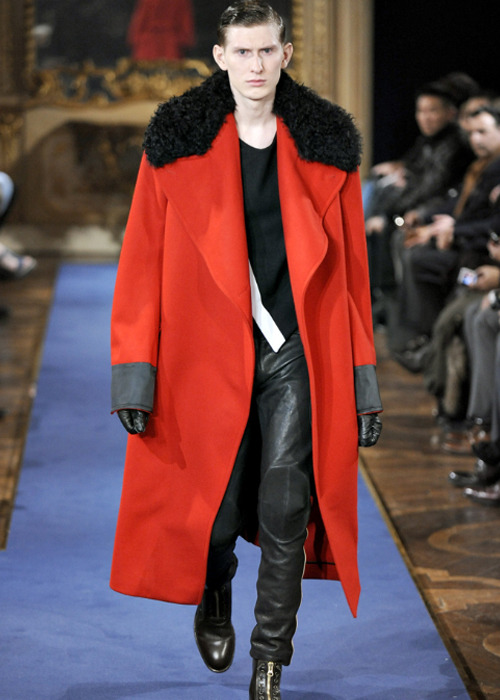 CULT Fashion: Alexander McQueen menswear is coming home One of the best pieces of news this year; the BFC has just announced that Alexander McQueen's mainline menswear collection will return to London in January to show at London Collections: Men for AW13. McQueen joins Tom Ford in giving a massive boost to London's fledgling menswear week.