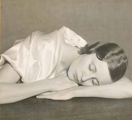 bonfirebirth:  Sleeping Woman, 1935  Henri Cartier Bresson (source: Weimar)