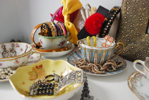 Tea Cups As Jewellery Holders