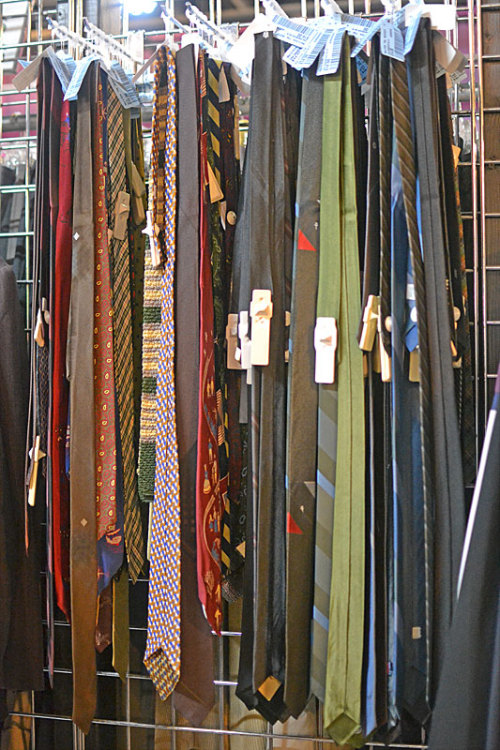 We got in a shipment of awesome vintage ties, including some pretty spectacular 1950's skinny ties!