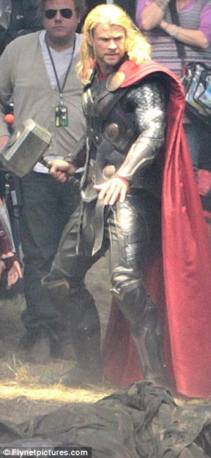 Thor 2 new armor (via Thor 2 – Chris Hemsworth arriva sul set, ecco il nuovo costume! | Il blog di ScreenWeek.it)