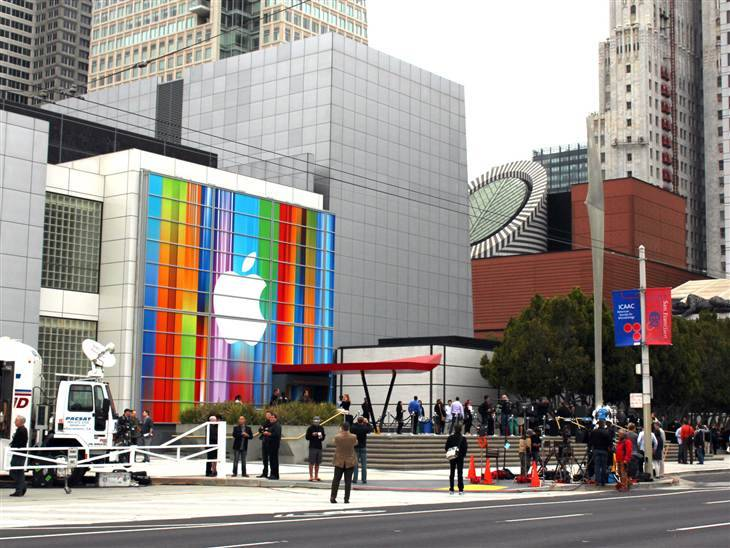 Live: Apple to announce a new iPhone (Photo: Wilson Rothman / NBC News) We're here at San Francisco's Moscone Center to witness Apple unveil a new iPhone — what we expect to be the first new design for the iPhone in nearly two and a half years. Will it be called the iPhone 5? Will it be a slightly elongated version of the current iPhone 4S? Or will it look completely different? We'll soon find out who wins in this epic battle of leaks vs. Apple secrecy. Follow along with the Live Blog.
