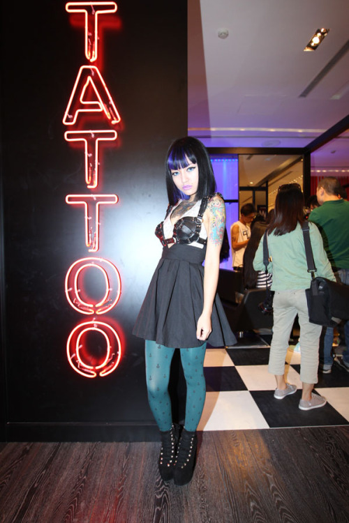 anywearstyle:  Blogger Cherry Gun manned the temporary tattoo station at FNO Beijing.