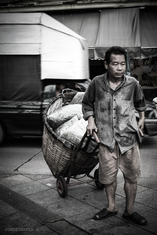 icarmees:  street photo @ Prakklong-tarad Bangkok Thailand~ :D