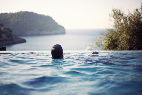 in-ti-macy:  Infinity pool (by swejens)