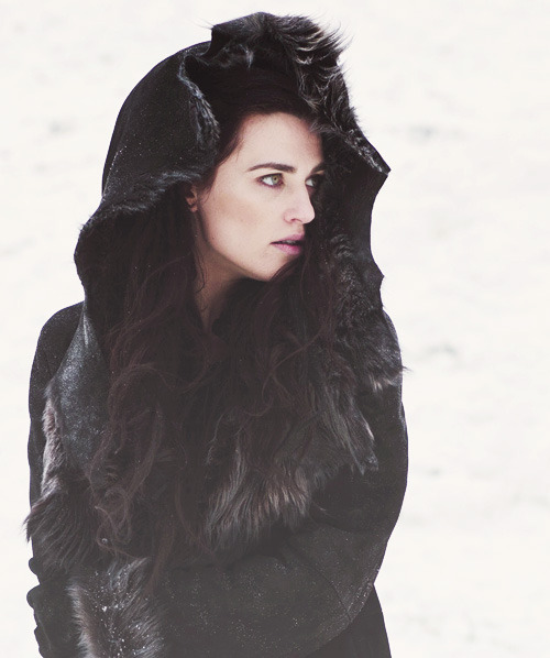 ✰ 52/100 favourite photos of Katie McGrath ✰
