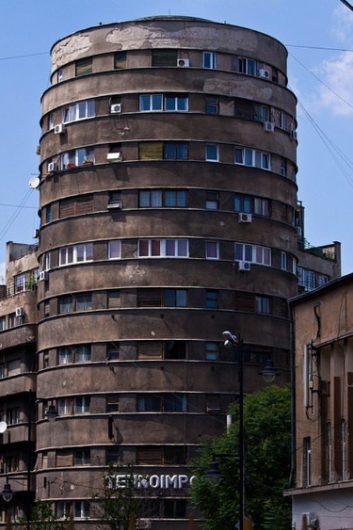 broletariat:  sovietbuildings:  Romania, Bucharest, housing project  COME TO ME  Ridicoulusly horny building!
