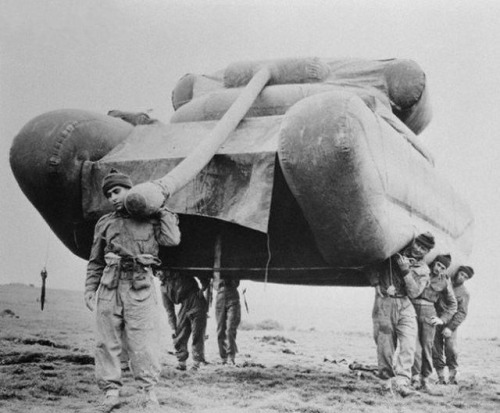 WWII Inflable dummy tank M4 Sherman